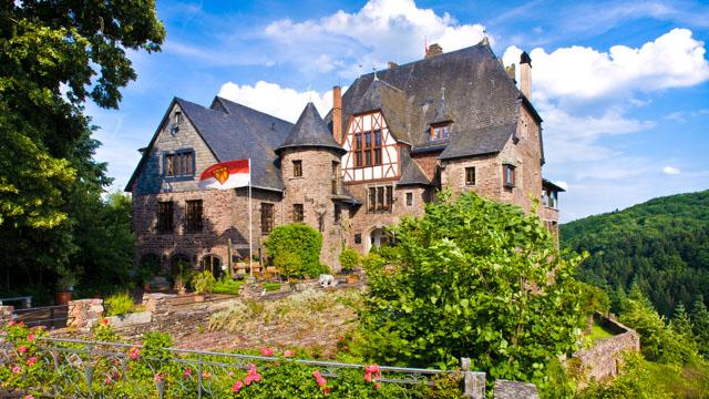 Burg vorne